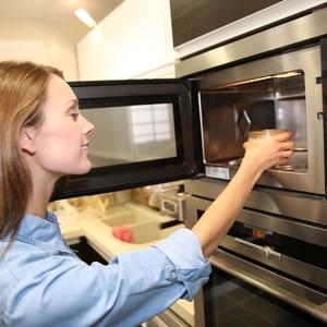 キッチンが蘇る!冷蔵庫・電子レンジ・ガス台・シンクの掃除の方法
