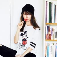 小嶋陽菜在雜誌上穿過曝光後就陸續銷售一空~「UNIQLO×Disney」聯名款♡