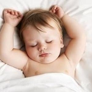 なかなか寝てくれない…。赤ちゃんが安心して眠れる寝かしつけ方法とは