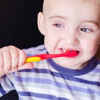 虫歯撃退!歯磨きを嫌がる赤ちゃんが笑顔になる3つの方法