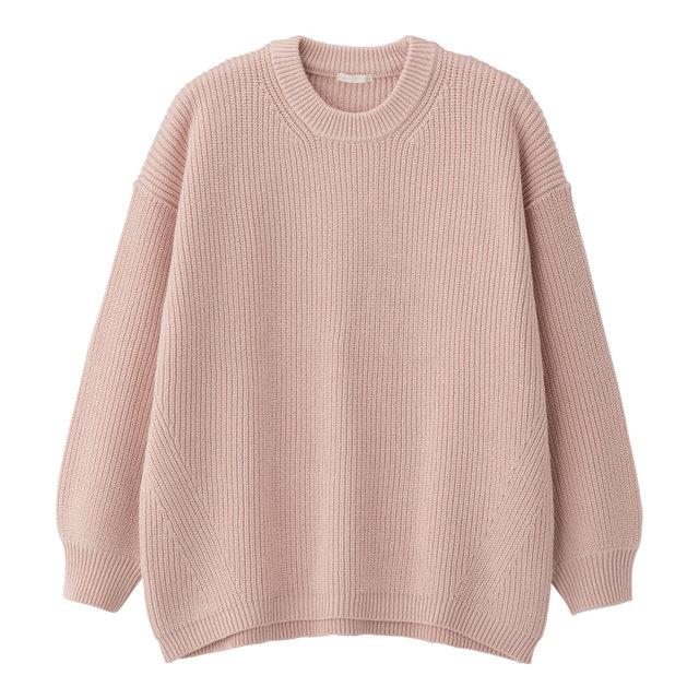 GUのオーバーサイズクルーネックセーター