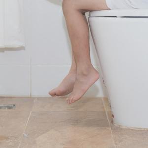 ワイドパンツのトイレ問題……ママたちはどう対処してる?