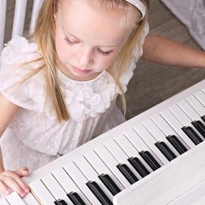 """生まれた時から""""音""""で教育を!子供の感性を鍛える「リトミック」"""