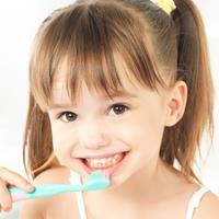 フッ素のホント《乳歯の虫歯予防に効果的なフッ素の塗布方法》