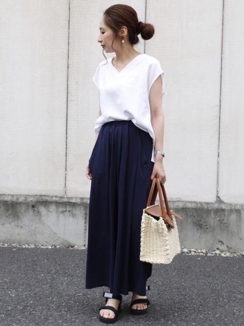 スカーチョを履いた女性