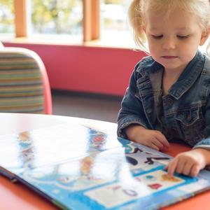 「3歳」におすすめの絵本10選♪梅雨の時期の読み聞かせにぴったり!