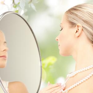 お肌は内臓の健康状態を表す「鏡」老け顔要素をセルフチェック!