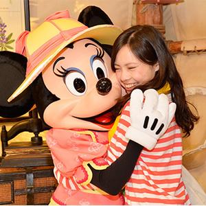 ミッキーと写真をパチリ♪ディズニーでキャラクターと確実に会える場所