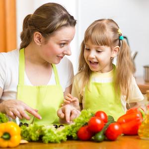 野菜のはしっこも捨てないで!「野菜のくず」で作る節約レシピ4つ