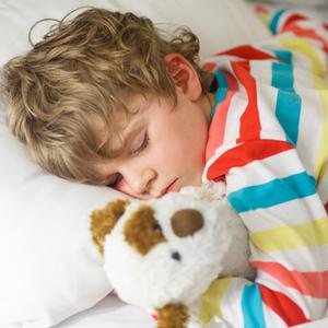 どれくらい着せてる?子どもの寝相が悪い理由とは《冬の寝冷え対策》