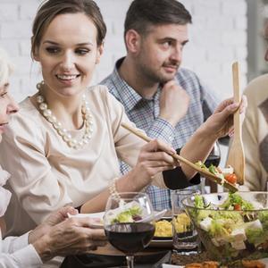 【夫婦のお悩みQ&A】夫の家族が仲良しすぎて疎外感を感じます……