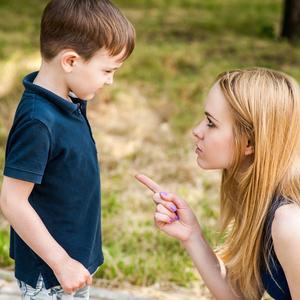 感情的にならないで!外出時に子どもを上手に叱る方法とは?