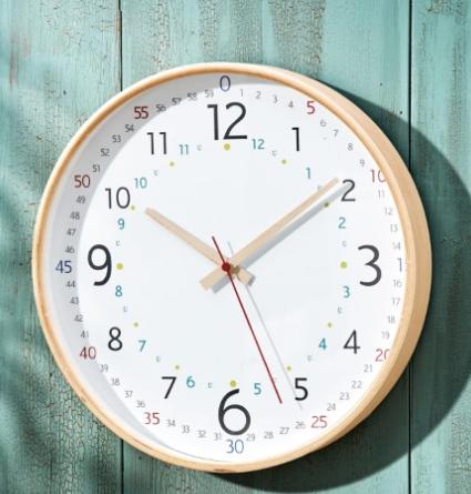 子どもも見やすい木製知育時計