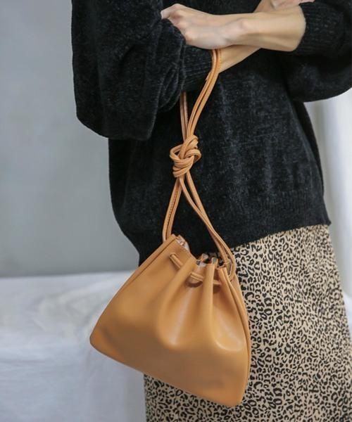 select MOCAのフェイクレザー巾着バッグ