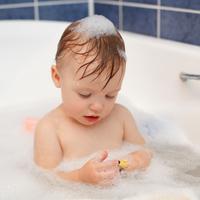 秋冬になると荒れがちな子どもの肌!お風呂でできるラクチン乾燥対策って?
