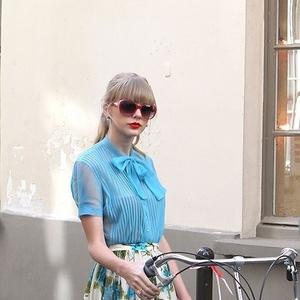 自転車が今大ブーム!《小回りが利く》のが人気のヒケツ?