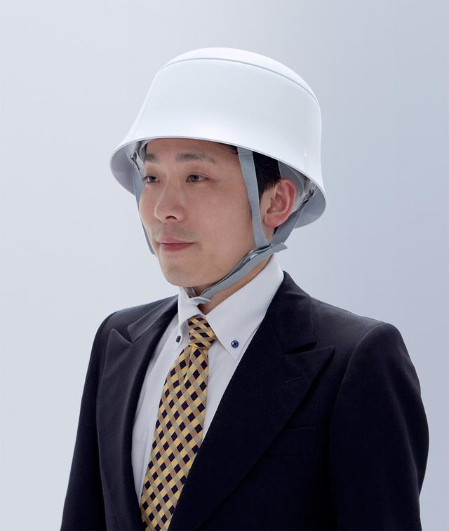 植木鉢がヘルメットに
