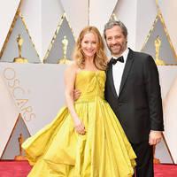 裙子也超美♡2017年得奧斯卡獎的女星也都是恩愛夫妻的組合!