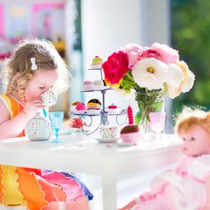 """2〜3歳は「お人形遊び」で""""優しさ""""が育つ♡遊び方と声掛けのコツ"""