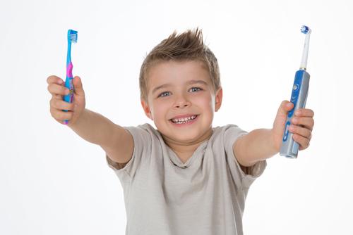子供と電動歯ブラシ
