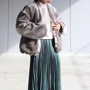 グリーンスカートを使った冬コーデをピック!大人もカラーで遊ぶ♪