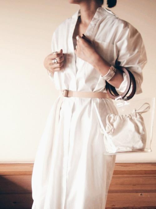白シャツの夏コーデ