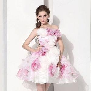 プレ花嫁さん必見!安くて可愛い結婚式二次会ドレス4選