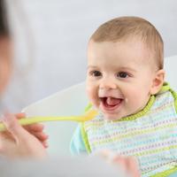 離乳食が始まったらさっそくトライ!赤ちゃんとの「おててサイン」