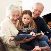 ばあば世代との育児ギャップを乗り越える!《祖父母手帳》が話題