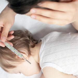 解熱剤を飲ませるタイミングはいつ?赤ちゃんの熱を下げる方法