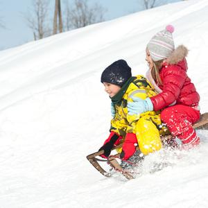 ソリだけじゃない!子供と一緒に家族で楽しめるオススメ雪遊びグッズ