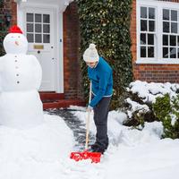 腰を痛めず効率よく!ラクにできる《雪かきの方法&コツ》