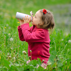 《子ども用水筒の選び方》ステンレスとプラスチックどっちを選ぶ?