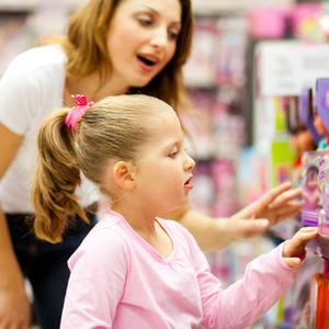 「おもちゃ買って〜」には負けない!ママが取るべき正しい行動とは?