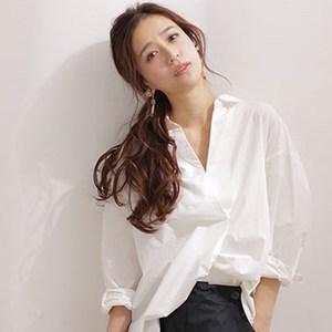 着るだけで美人オーラが漂う……♡春は「白シャツ」が欠かせない!