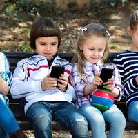 電磁波の影響はどれくらい?子どもの「スマホ依存」の対策方法
