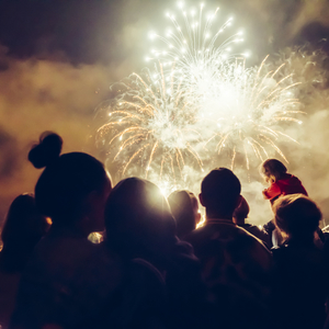 夏の風物詩「花火」を楽しむコツは?自宅花火&花火大会でのマナー