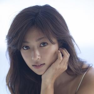 ほんわかした雰囲気が魅力♡深田恭子さんのスタイルアップの秘訣とは