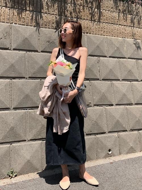 夏コーデの女性