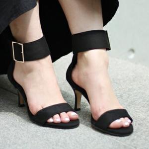 美脚に見えるのに歩きやすい!「Le Talon」の優秀♡夏サンダル