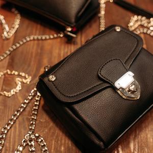 ハイブランドのミニバッグが便利♡ママに人気のおしゃれアイテム!