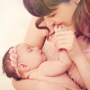 """転落注意!赤ちゃんを守るための""""抱っこ紐""""《使用時の注意点》とは"""