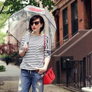 傘をコーデの一部に♡気分が上がる雨の日ファッション!