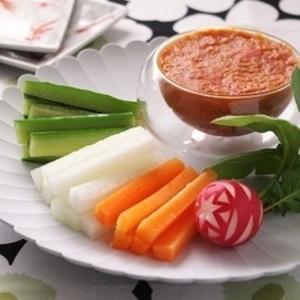 話題の万能調味料《トマト味噌》の1分レシピ&アレンジメニュー