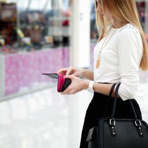 バレンシアガなど新色続々!憧れブランドのミニ財布で春気分♡