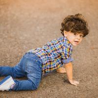転びやすい子どもは要注意!?足の変形を招く原因とその対処法とは