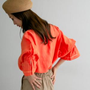 オレンジブラウスでレディな春コーデ♪こなれ感のある着こなし術