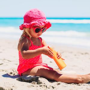夏の外遊びは要注意……子どもの肌を守る《紫外線対策》を再確認!