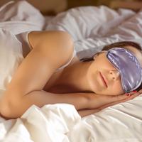 お疲れママの癒し♡短時間で疲労回復できる「アイマスク」の効果とは