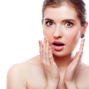 美容面にも影響大……顔を歪ませてしまう「就寝中の〇〇」とは?